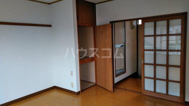メルヘン渡辺 201号室のベッドルーム