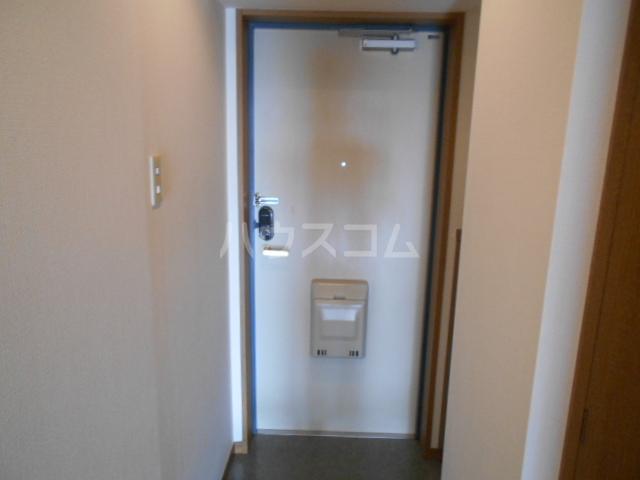 ヴァンベールS 203号室の玄関