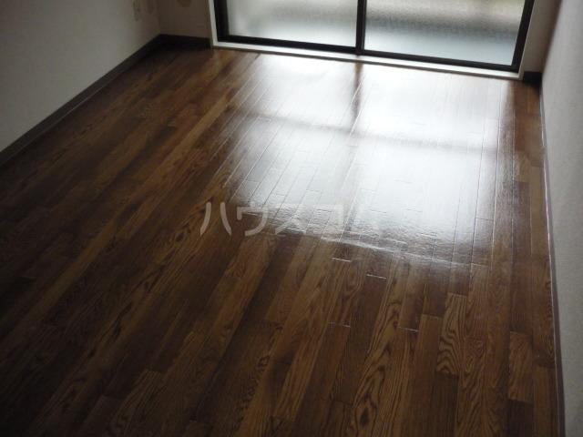 サンヒルズ東戸塚 A103号室の居室