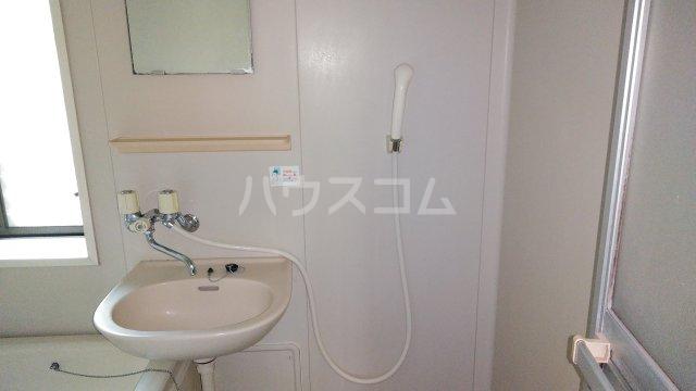 ウィステリア 101号室の洗面所