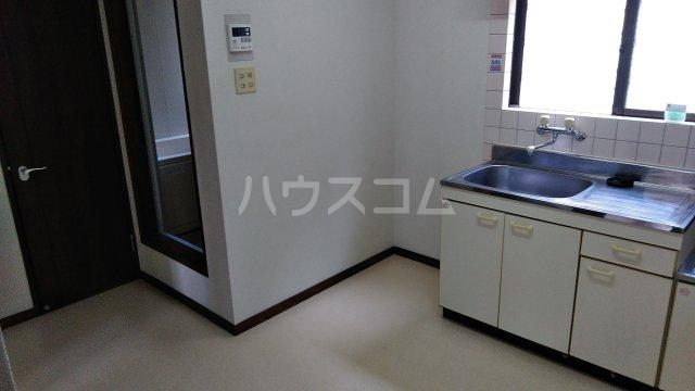 ウィステリア 101号室のキッチン