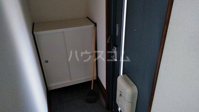 ウィステリア 101号室の玄関