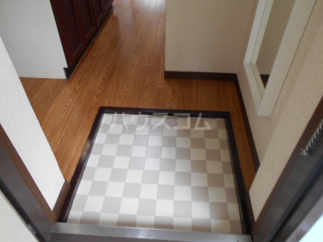 第三カトレアハイツ 3-C号室の玄関