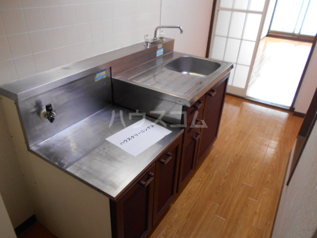 第三カトレアハイツ 3-C号室のキッチン