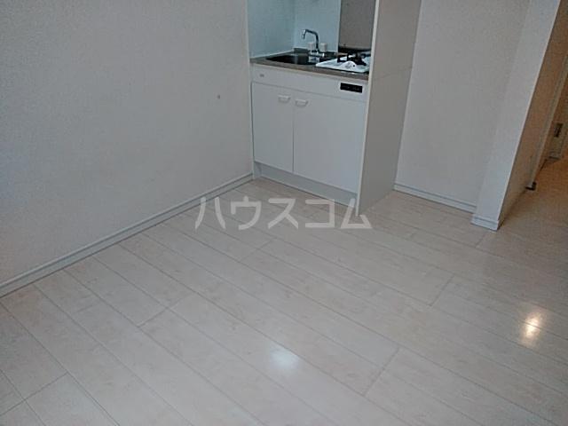 Windy Hills 横浜吉野町 201号室の居室
