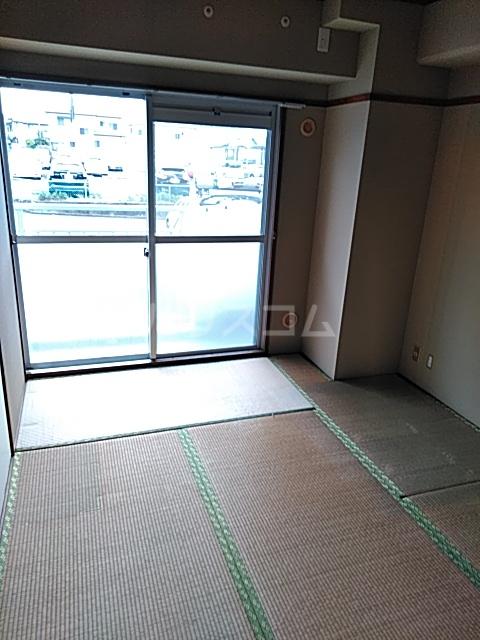 ピュアパレス 106号室の居室