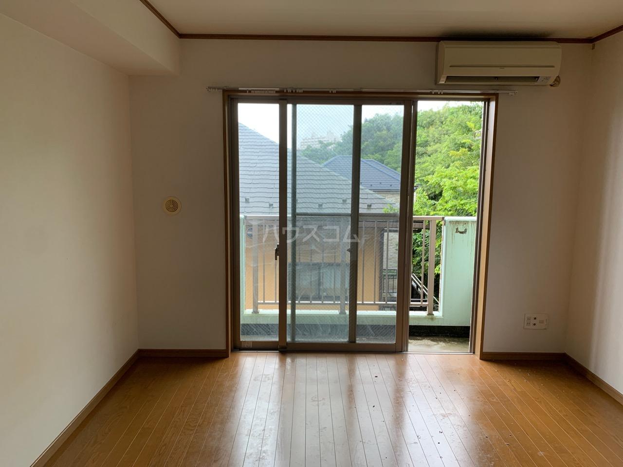 横浜元町ガーデン12 301号室のリビング