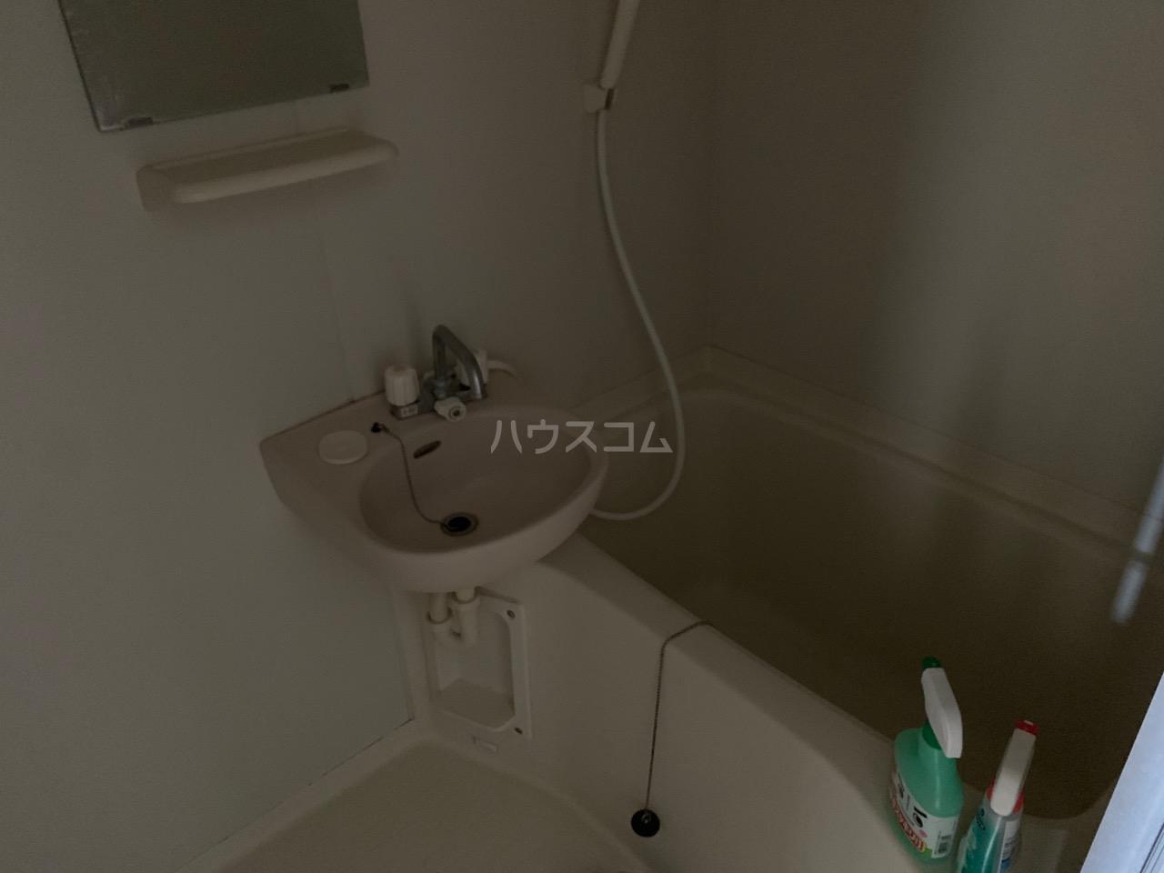 横浜元町ガーデン12 301号室の洗面所