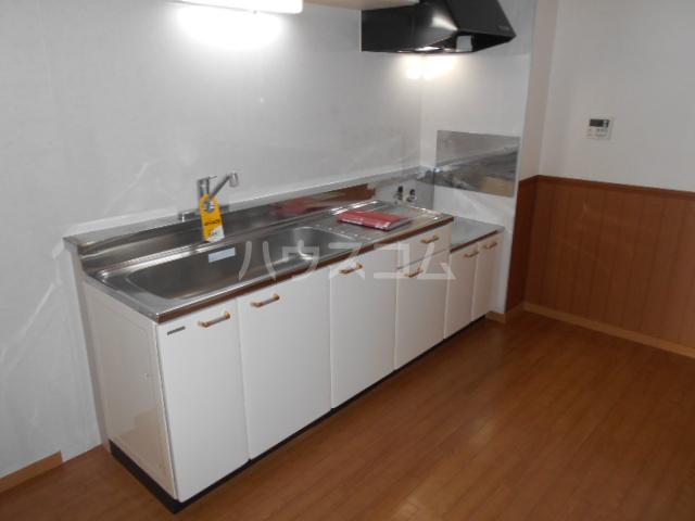 サンハイツホリウチ上倉田 302号室のキッチン