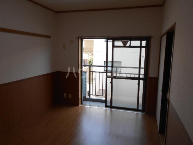 サンハイツホリウチ上倉田 302号室のリビング