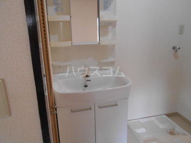 山口ホームビルA 4B号室の洗面所