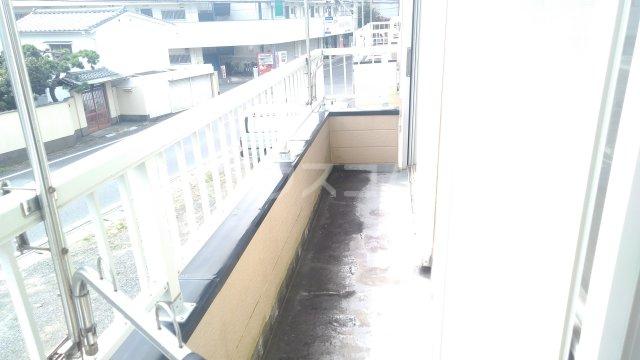 フローラル・ガーデンB 202号室のバルコニー