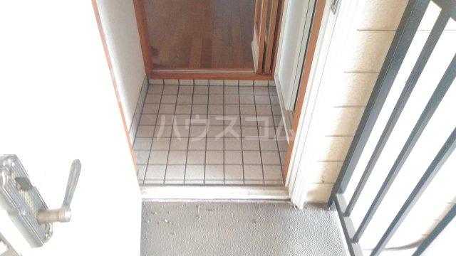 フローラル・ガーデンB 202号室の玄関
