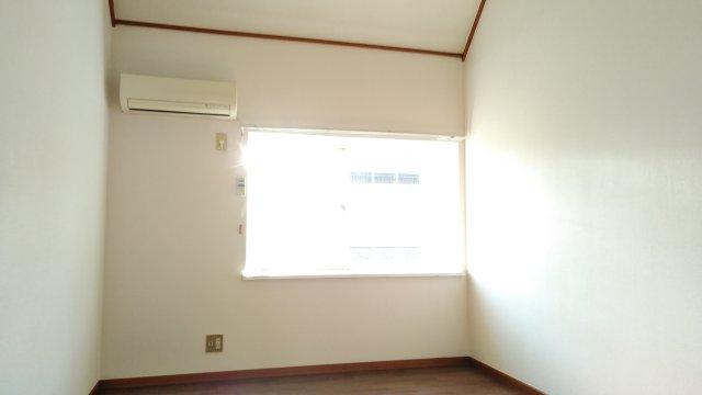 第2イーグルコーポ 202号室のリビング