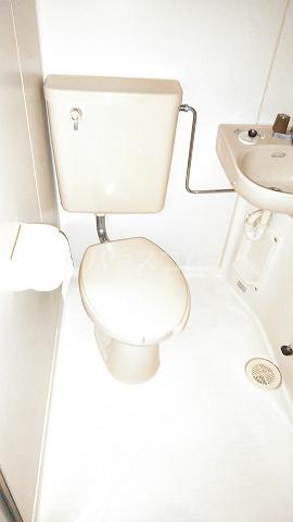 コスモスパジオ浦和常盤 401号室のトイレ