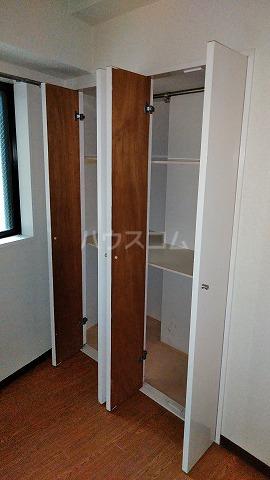 コスモスパジオ浦和常盤 401号室の収納