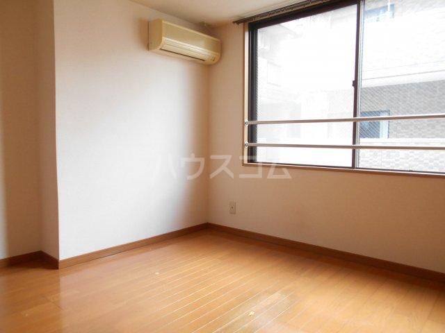 子安光洋ビル 207号室のリビング