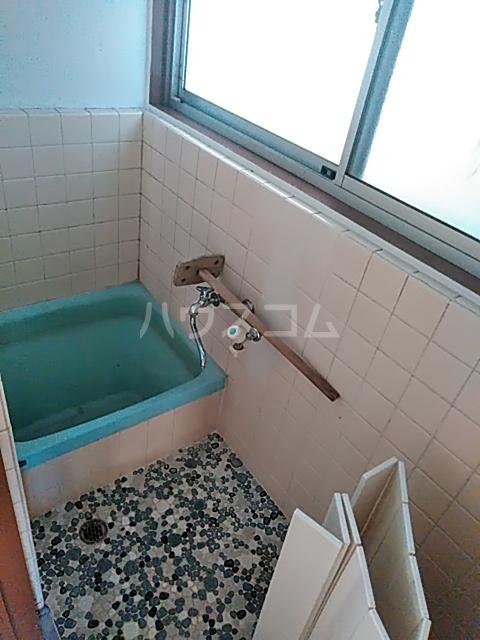中瀬町2戸1 1号室の風呂