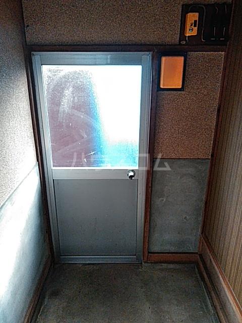 中瀬町2戸1 1号室の玄関