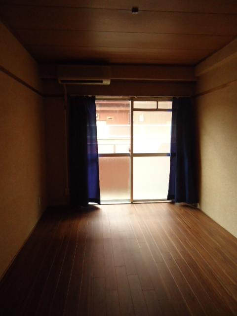 小林ビル 210号室のリビング