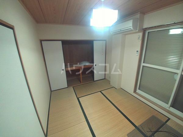 Surplus Two marroneA 205号室の居室
