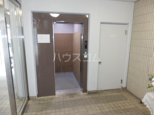 エルハイム岡崎 207号室のエントランス