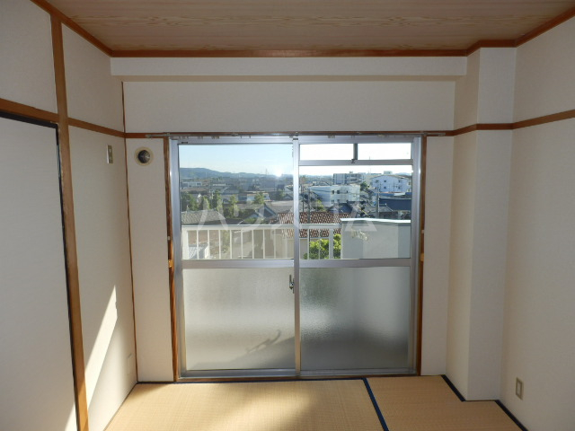 エルハイム岡崎 207号室の居室