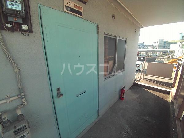 第二 三幸荘 201号室の玄関