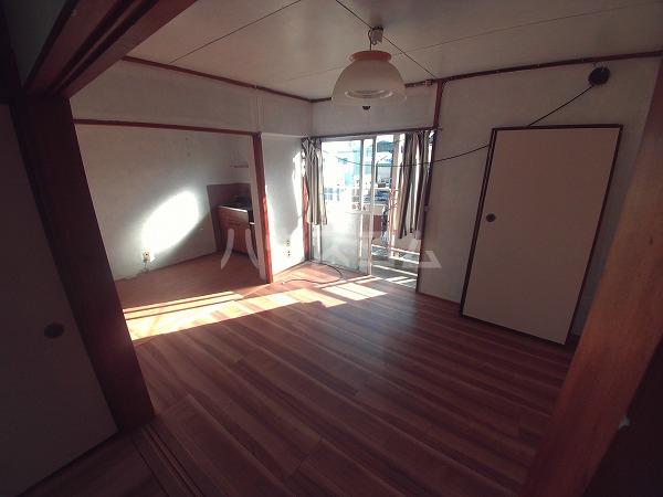 第二 三幸荘 201号室の居室