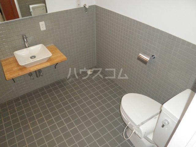 HATAYAアパートメント 201号室のトイレ