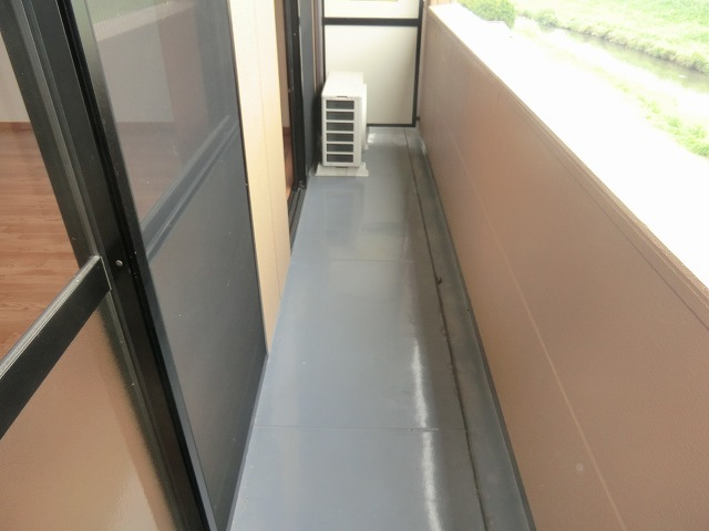 アシューレ・M 105号室のバルコニー
