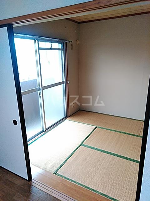 キャピターレ 305号室の居室