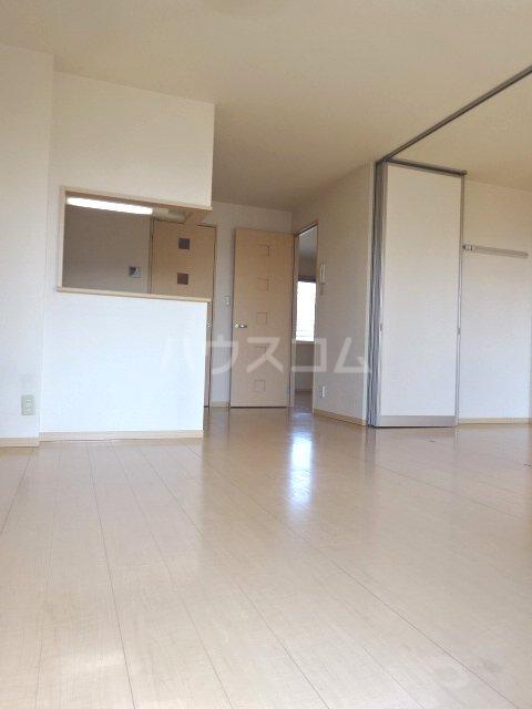 ルミエールモナリエ 205号室のリビング