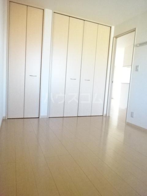 ルミエールモナリエ 205号室のベッドルーム