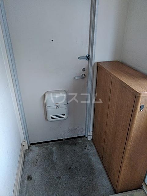 ブレーンコート上本郷 205号室の玄関