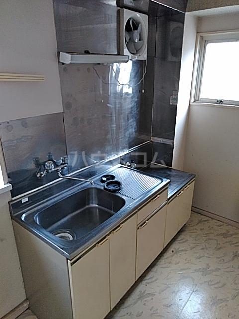 ブレーンコート上本郷 205号室のキッチン