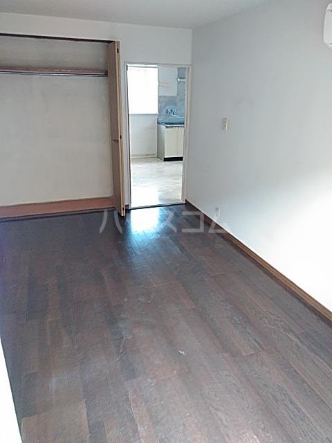 ブレーンコート上本郷 205号室の居室