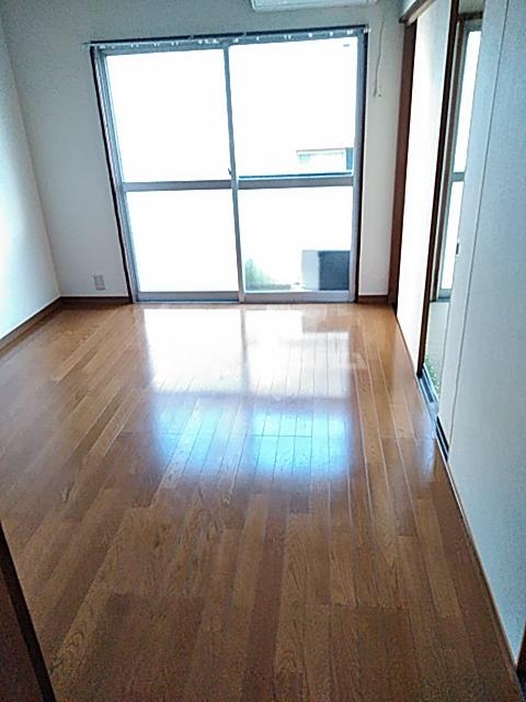 和名ヶ谷京葉ハイツ 305号室のリビング