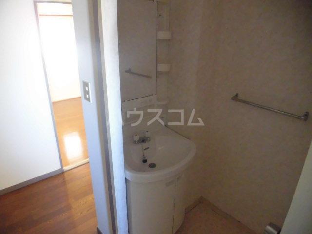 ソシアアマヌマ 102号室の洗面所