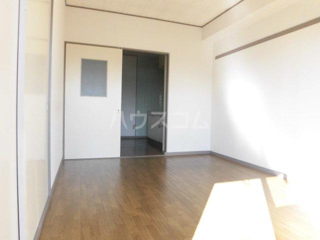 ソシアアマヌマ 102号室の居室