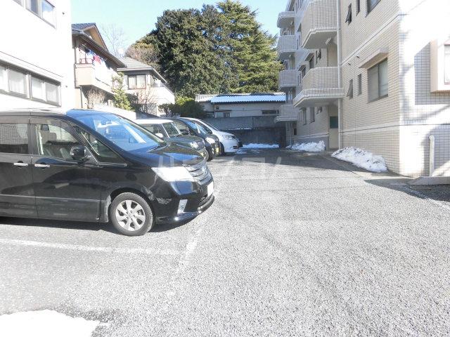 ソシアアマヌマ 102号室の駐車場
