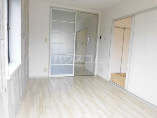 シミズハイツ A101号室の居室