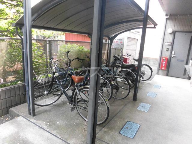 グリーンコート岡田 102号室の玄関