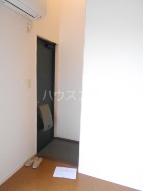 クララハウス 102号室の玄関