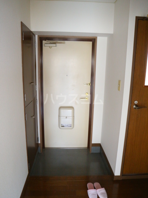 田島ビル 202号室の玄関