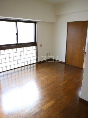 田島ビル 202号室のリビング