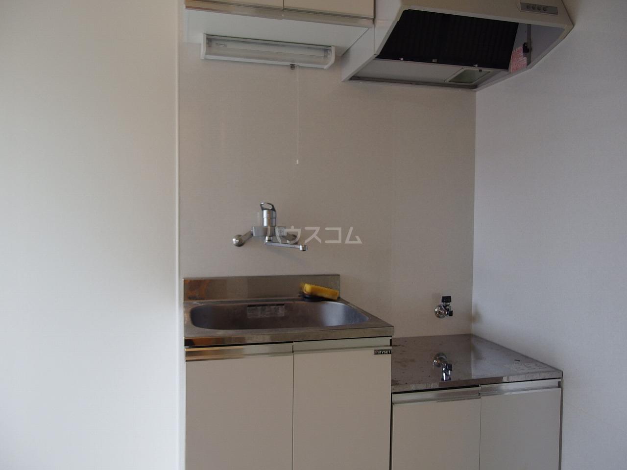第1白王荘 102号室のキッチン