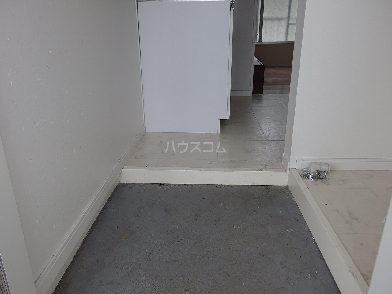第1白王荘 102号室の玄関