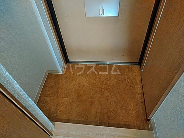 静フェバレット 503号室の玄関