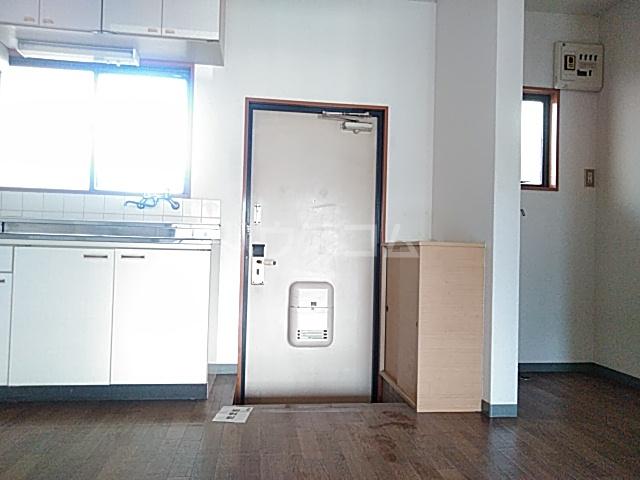 ビングスフジ 105号室の玄関
